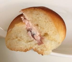 桜ミルククリームサンド