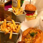 原宿|「パンとエスプレッソと」が手がけるハンバーガーショップ Sun & Witch(サン&ウィッチ)でグルメなホットドッグ