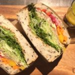 代々木 | FARO(ファーロ)の厚切りサンドイッチは野菜ぎっしり。代々木駅から近いのに落ち着いていて寛げるのもいい感じ。