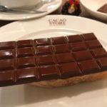 代々木公園 | テオブロマのBean to Bar カカオストアで、板チョコがどーんとのったトーストショコラ