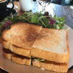 広尾 | DAY & NIGHT (デイ&ナイト)でボリュームたっぷりのサンドイッチ